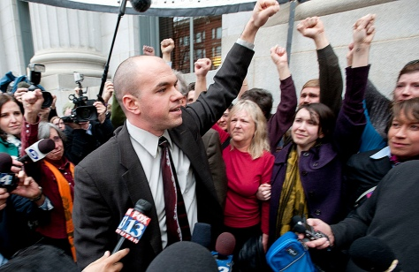 Tim DeChristopher thanks his supporters outside the courthouse where he was found guilty of two felonies for disrupting a Utah BLM oil and gas lease auction in 2009.  (Image: Ed Kosmicki)