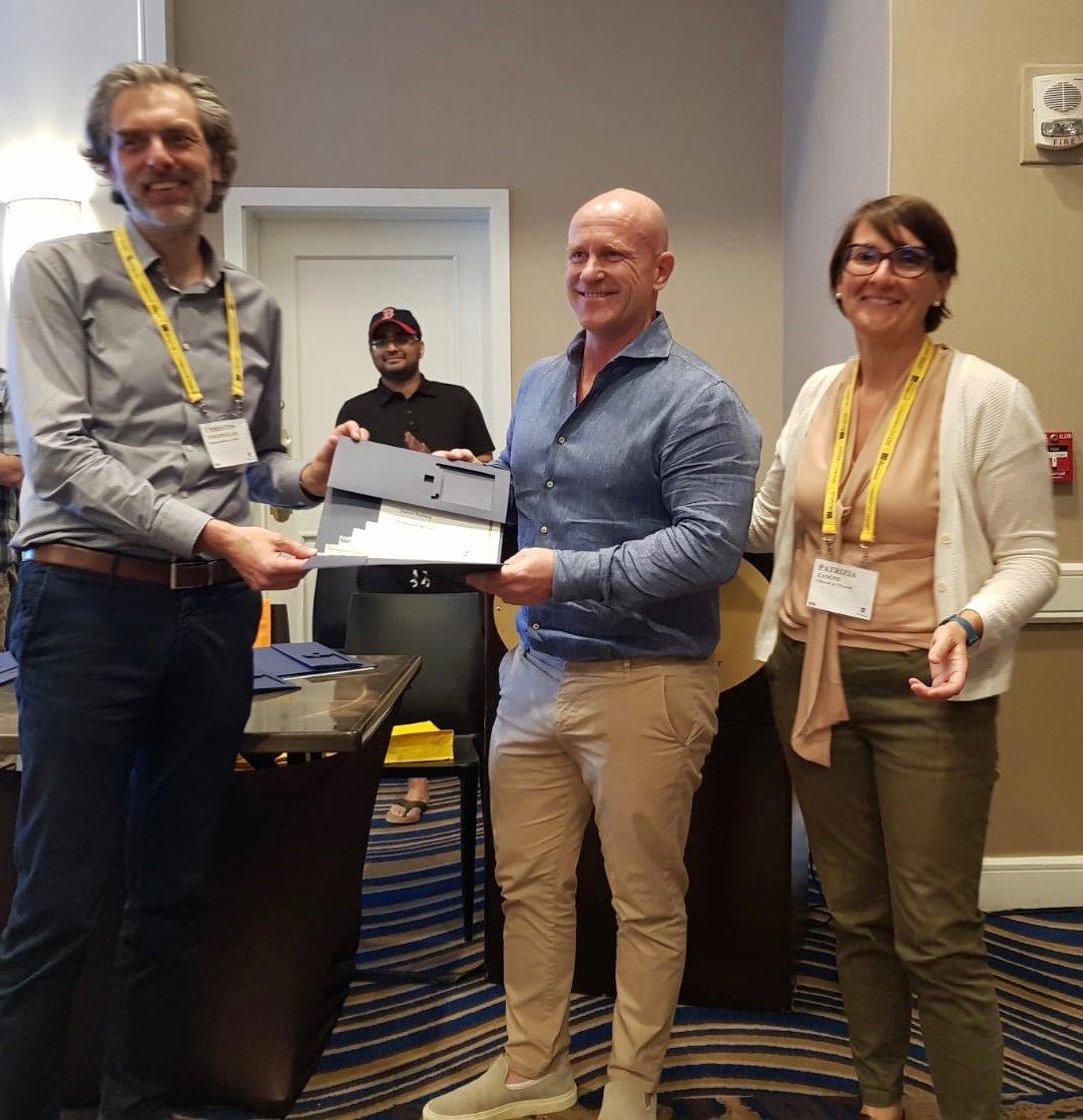AOM Paper Award